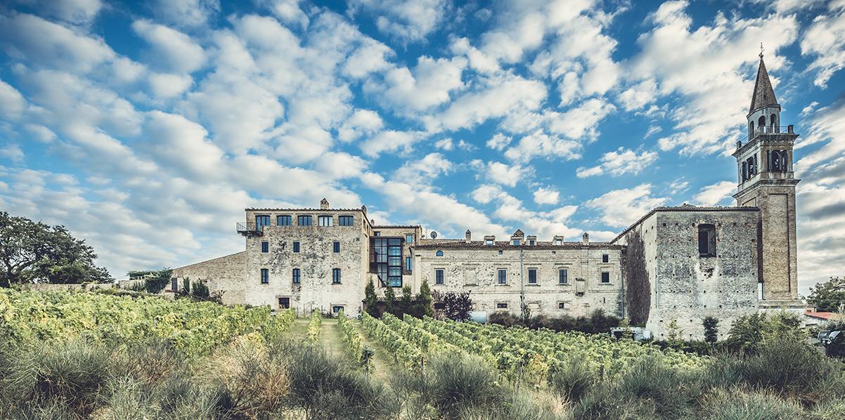 Castello di Semivicoli Scopri l'ospitalità firmata Masciarelli grazie al fascino senza tempo del nostro wine resort.